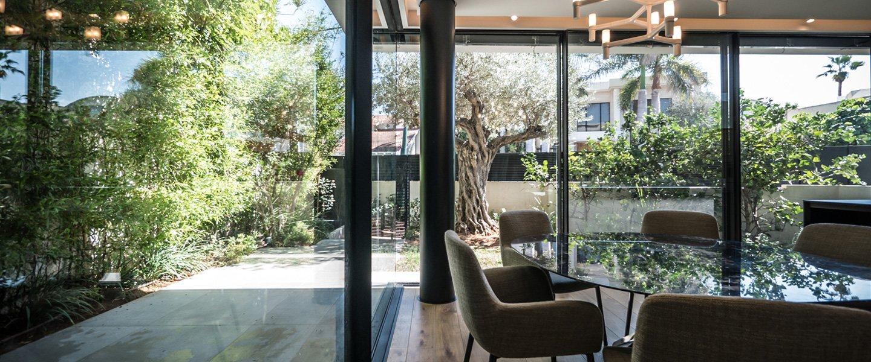 בית במרכז- אלומיניום מינימל אדריכל עגנון גרנות